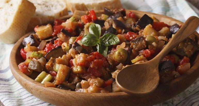 A caponata recept sokféle módon variálható.